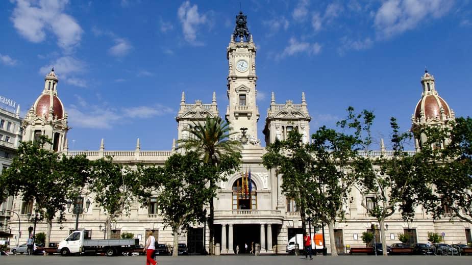 Doen in valencia, een bezoek brengen aan het stadhuis.