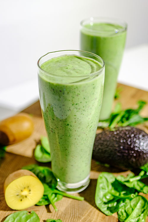 Avocado smoothie met kiwi en spinazie